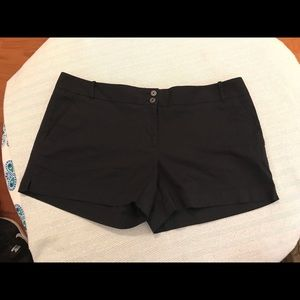 NWT THE LIMITED black easy shorts size 16 Black